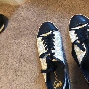 7.5 Michael kors white blue sneakers